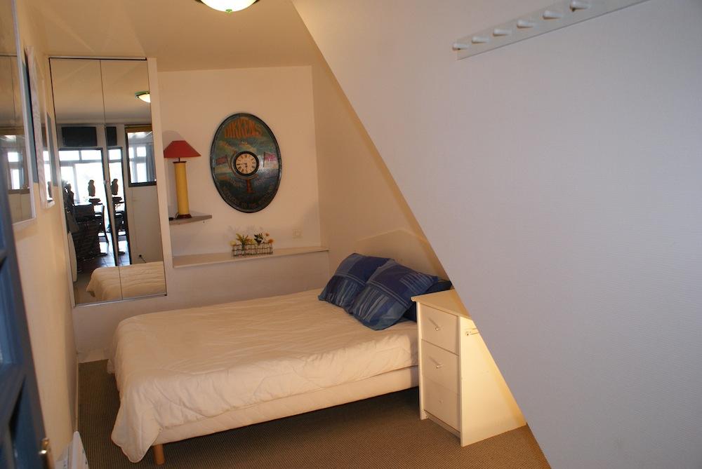La chambre double de l'appartement l'Etrille à Dinard