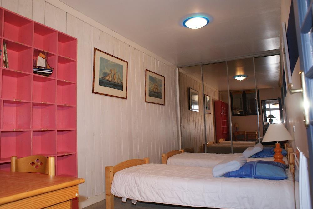 La chambre lits doubles de l'appartement l'Etrille à Dinard